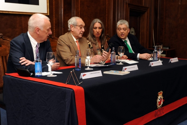 NUESTRA CIUDAD EN LOS 5 CONTINENTES, LIBRO DE MARK GUSCIN PRESENTADO EN EL CLUB